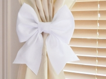 interior-cute-white-color-ribbon-shape-curtains-tie-back-and-combine-with-cream