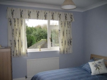 bedroom_curtains_short_111007_2816_2112