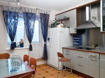 Шторы-на-кухню-с-балконом-7