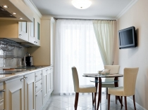 Шторы-для-кухни-с-балконом