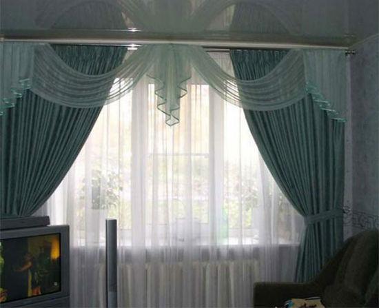Если ваше помещение низкое или в нем недостаточно света, от настенных креплений для штор лучше отказаться