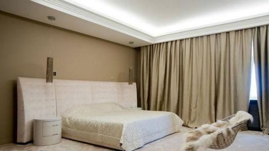 Выигрышный вариант - использовать скрытые карнизные системы вкупе с натяжными потолками