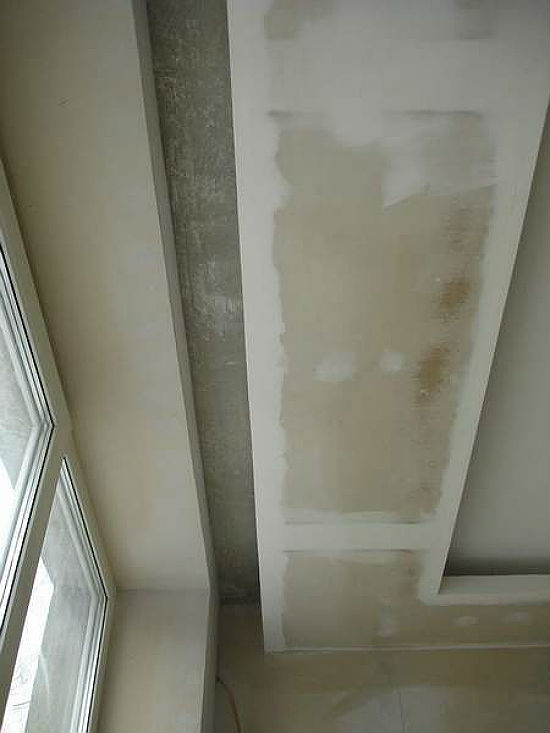 Оптимальный отступ внутреннего края ниши от стены с окном 100-200 мм, глубина 100 мм