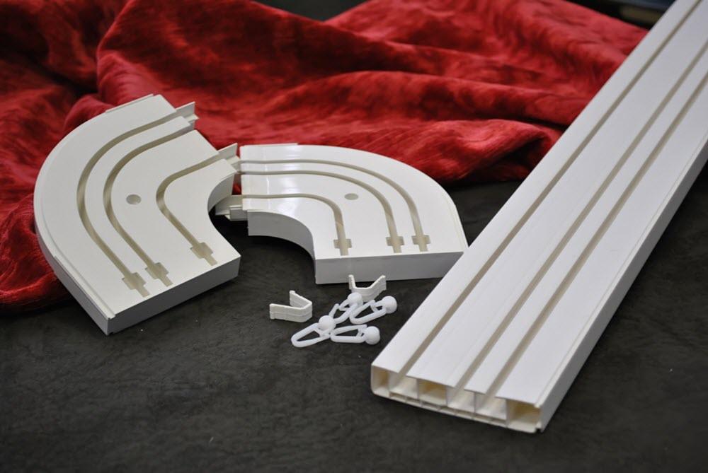 Пластиковая рельса для подвеса штор – идеальное сочетание цена/качество, практически незаметен в интерьере