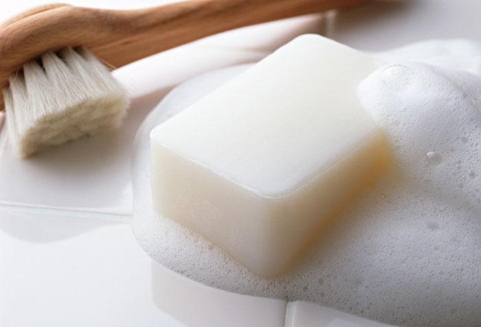 Дабы не испортить ламели используйте для их чистки только мягкие губки и щетки