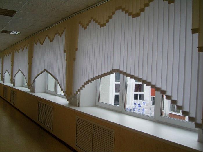 Мультифактурные шторы могут быть раздвижными и нет, они прекрасно подходят как для дома, так и для публичных помещений, как показано на фото