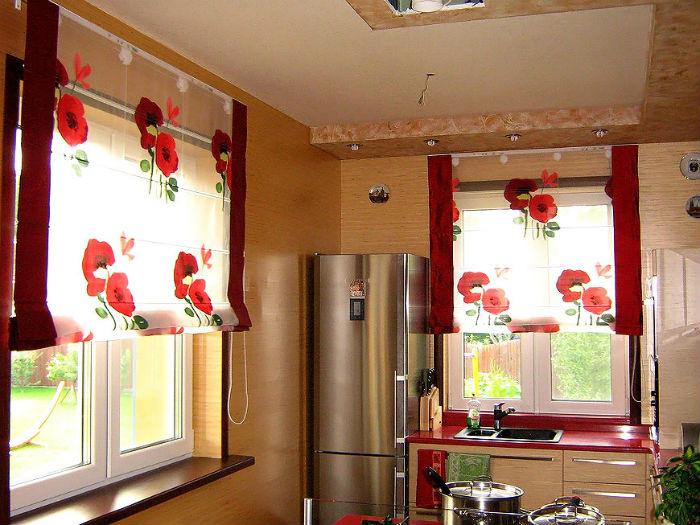 Принимая решение о цвете жалюзи не забывайте о функциональности занавеса, для солнечных помещений лучше использовать плотные материалы