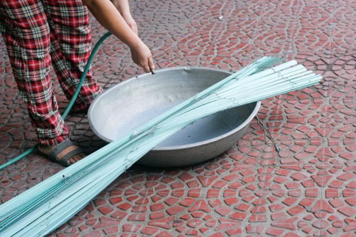 Таз – не лучшая емкость для мытья жалюзи, ну разве что в случае, если вы не ищите легких путей