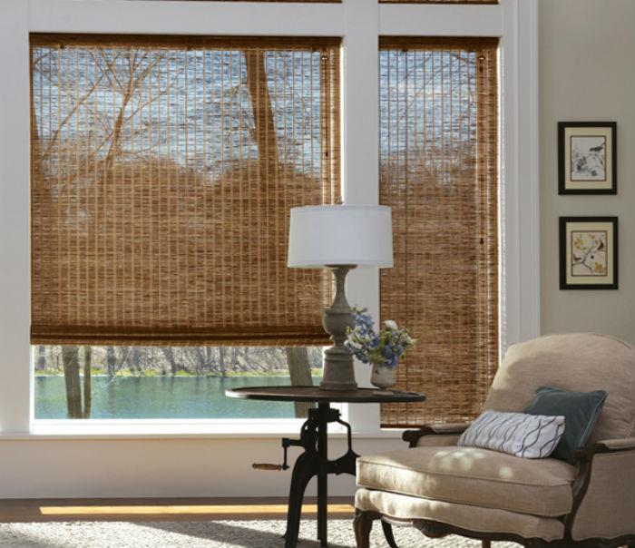 Плетенные занавесы из соломки или деревянных волокон идеально подходят для оформления помещений в этно и эко стилях