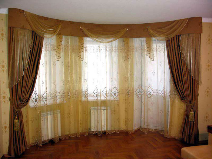 Модель штор, объединяющая в целостную композицию сразу несколько окон