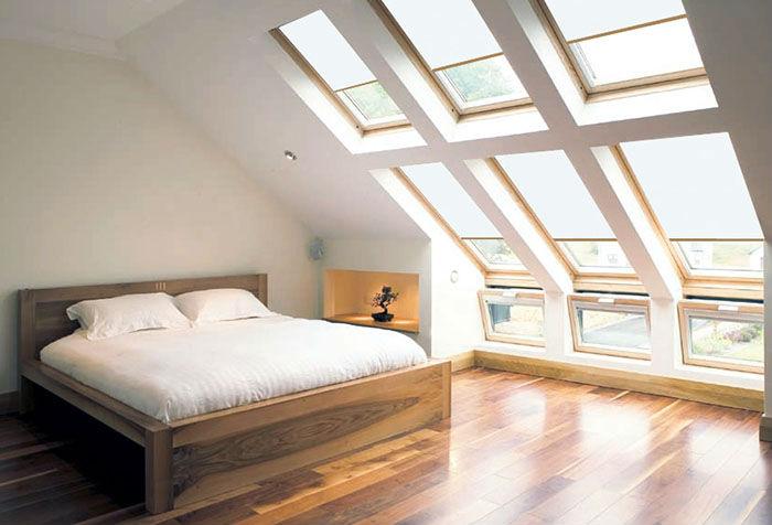 Автоматика на шторы просто необходима, если оконные проемы расположены высоко под крышей, что часто встречается на мансардах