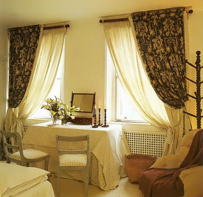Тюль в сочетании с плотным текстилем – классический дизайн штор, который уместен в любых помещениях, важно лишь правильно сочетать ткани