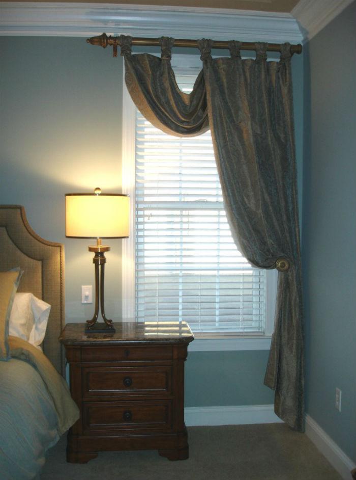Практичное решение для маленькой спальни