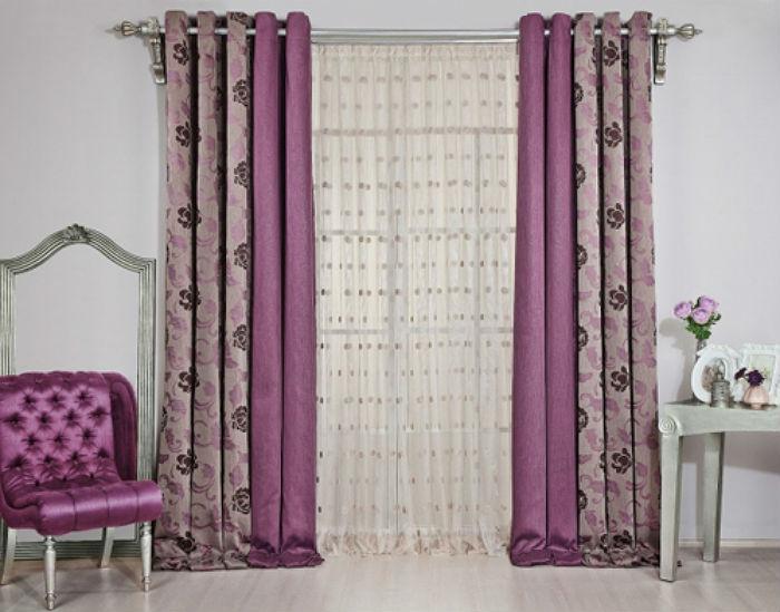 Шторы в гостиной могут быть простой модели, но обязательно из качественного текстиля