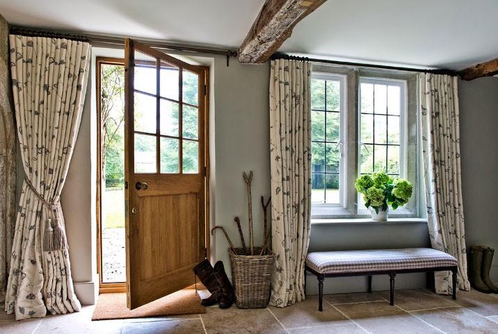 Правильно подобранные шторы создают завершенный и усовершенствований образ прихожей