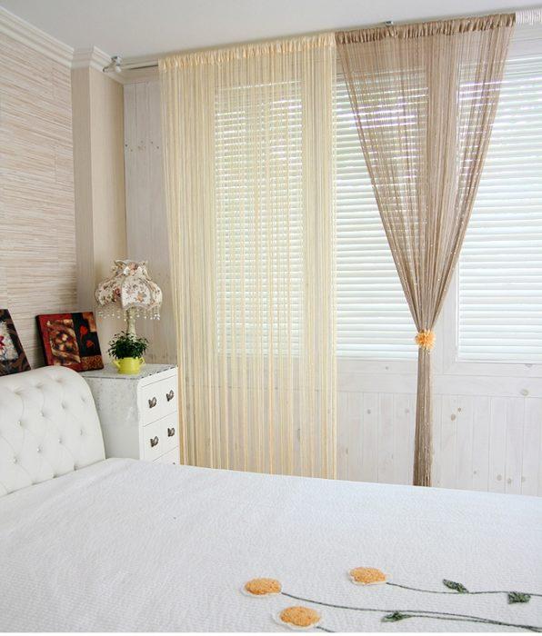 Комбнируйте шторы-нити и жалюзи для защиты от солнечных лучей