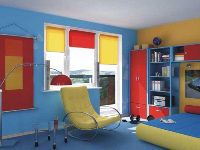 Яркие рулонные шторы в детской
