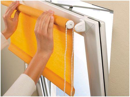 Монтаж рулонной шторы