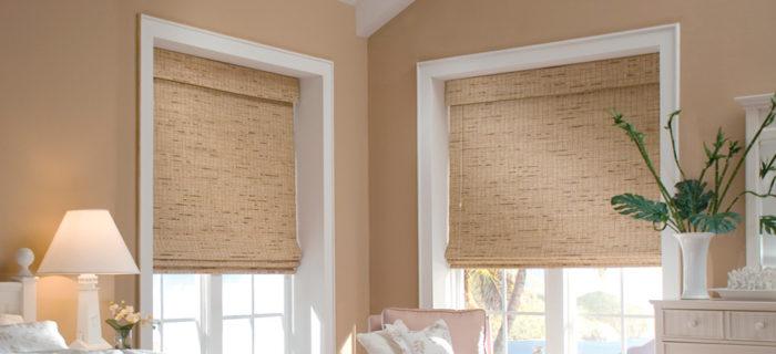 Рулонные шторы на окнах