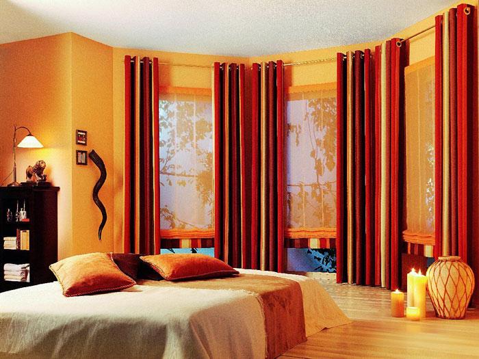 Пример оформления штор в спальне на фото