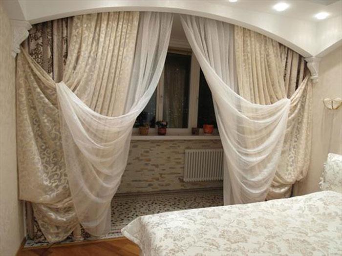 Интересное сочетание легкости тюля и кремовой гаммы всей комнаты обеспечит вам сказочный отдых и крепкий сон