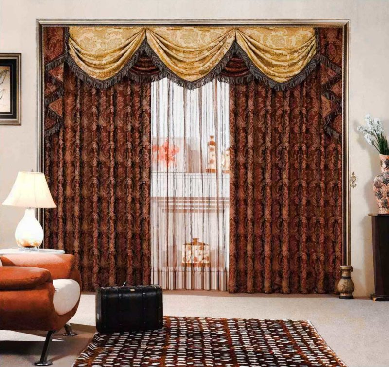 На фото представлен вариант современных элитных штор, построение каждой детали просто идеально. Любому дому могут подойти такие. По боках можно видеть декоративное ожерелье