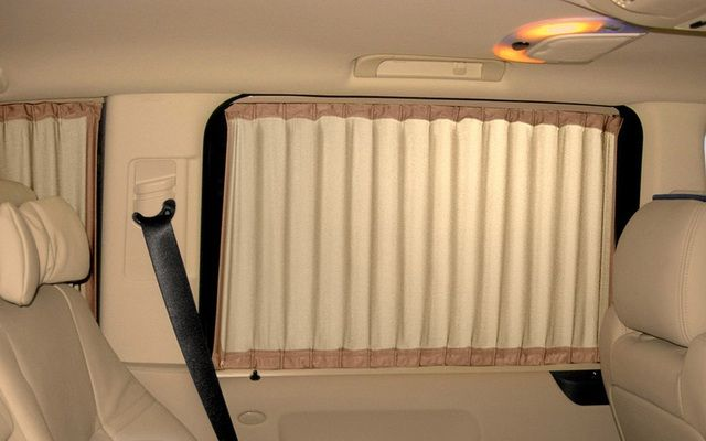 Шторки из ткани не только защитят салон автомобиля от солнца, но и создадут в нем уют и комфорт