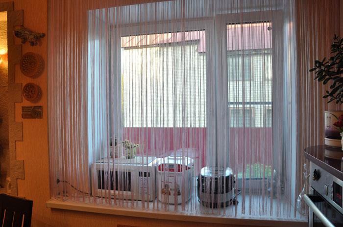 В кухне лучше избегать длинных штор