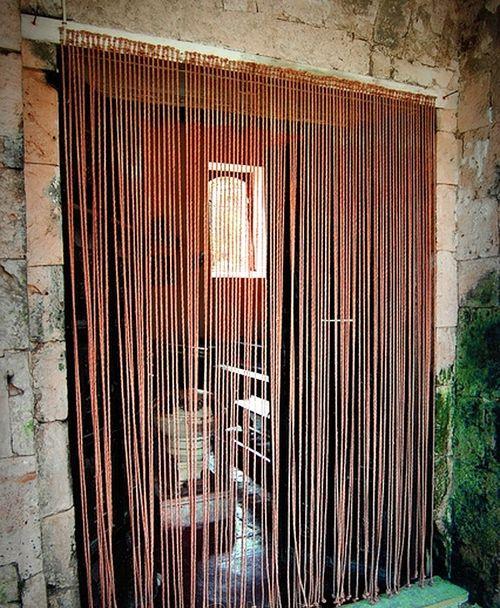 Деревянные шторки для обрамления проема с легкостью можно сделать самому