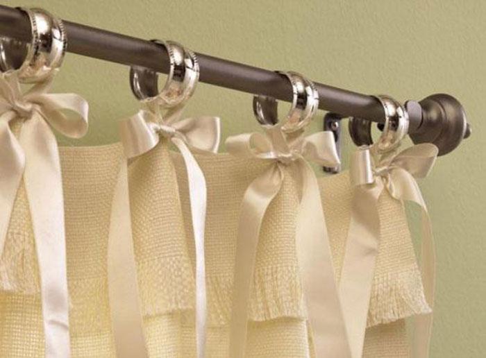 Крепления также можно украсить дополнительными элементами декора, например завязками, как на фото
