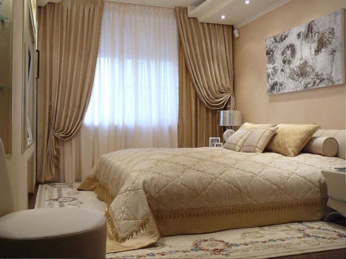 Мягкие бежевые тона в оформлении спальни