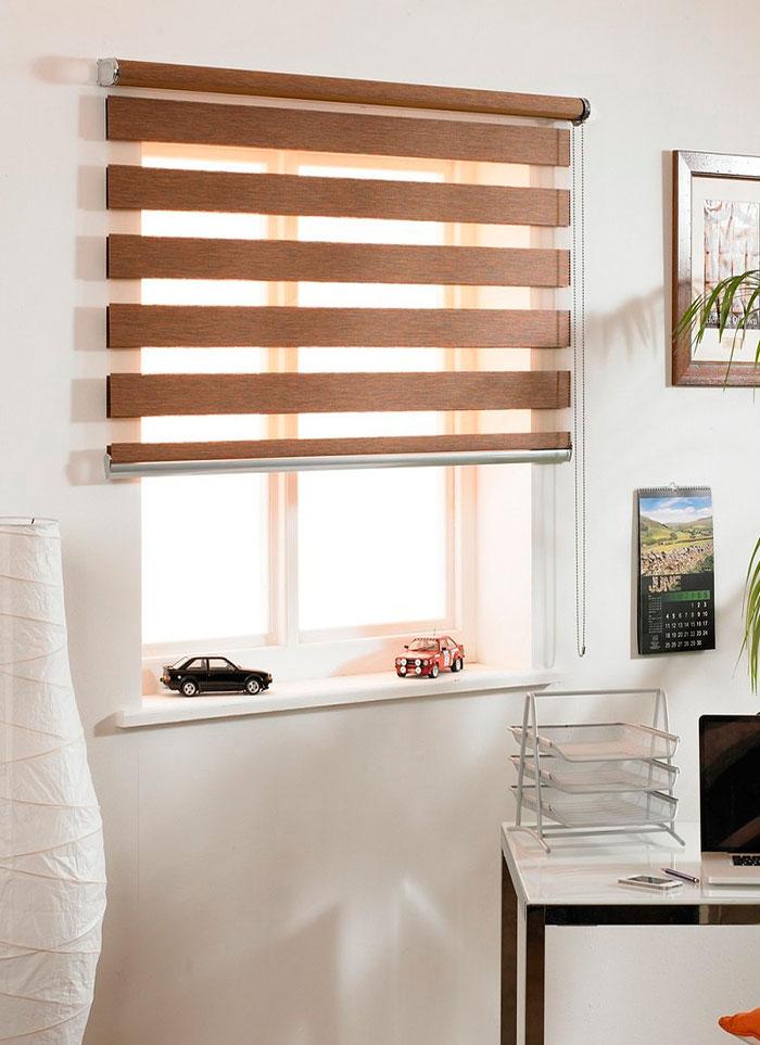 Рулонные шторы на стеновую и потолочную части помещения устанавливаются с помощью специальных кронштейных карнизов