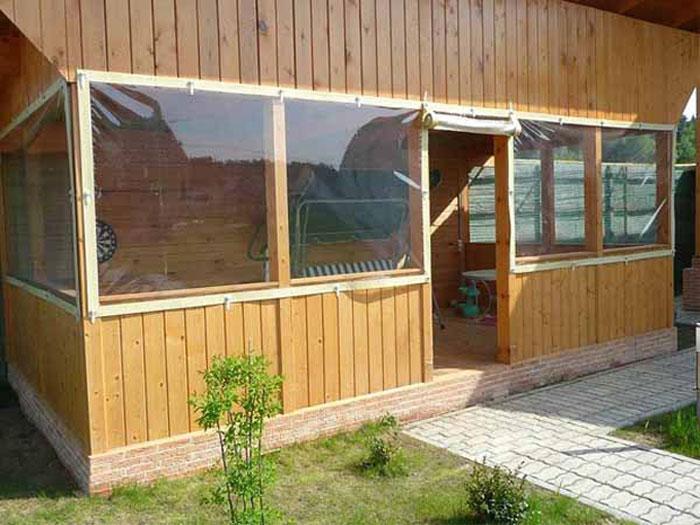 Отличным решением будут готовые шторы их ПВХ тканей, которые защитят от дождя и палящего солнца